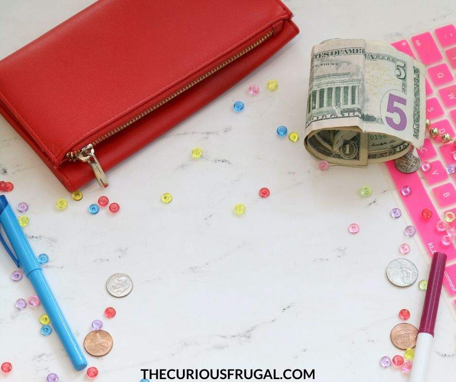 10 creative ways to save money on a tight budget. It is possible to save money on a low income but it takes some creativity. Here are some money saving hacks and frugal hacks to save you thousands a year! | save money tips | save money ideas | save money on groceries | how to save money | frugal living tips | frugal living ideas