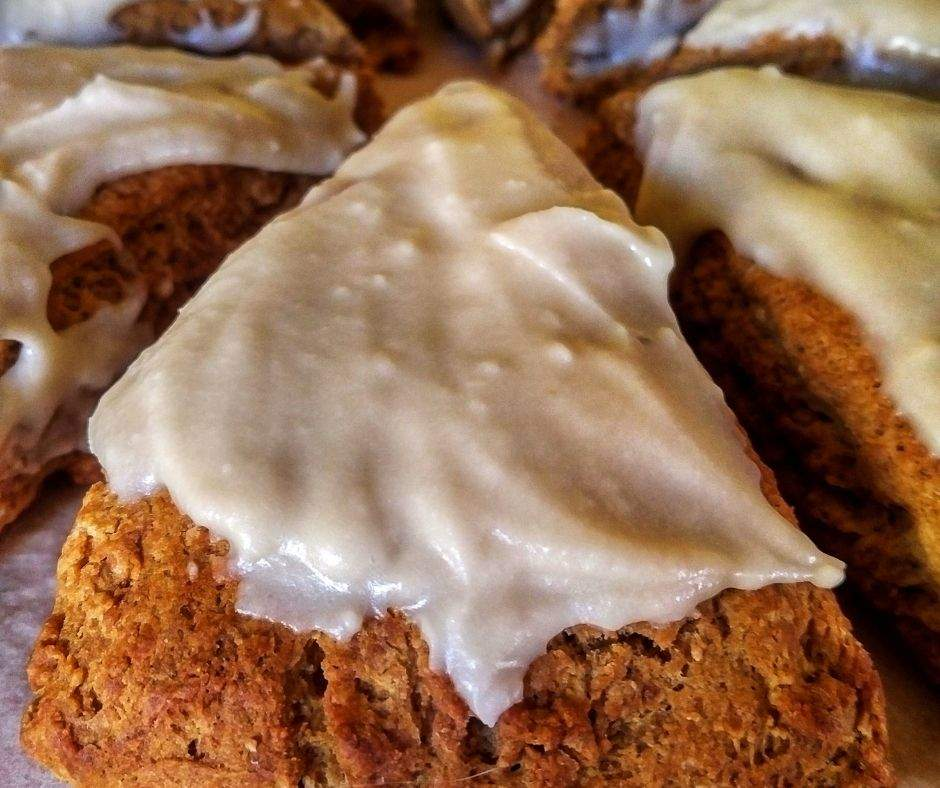 Gingerbread scones with maple vanilla icing