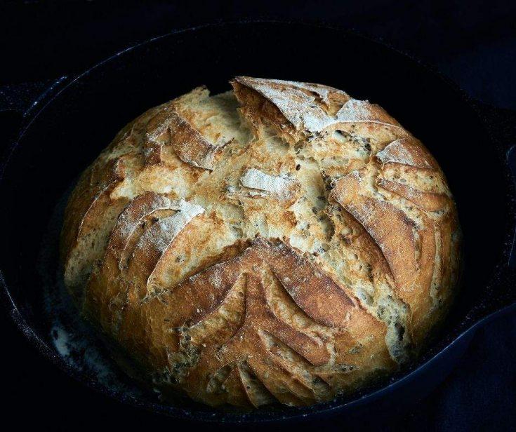 Camping recipes - crusty bread in a cast iron dutch oven